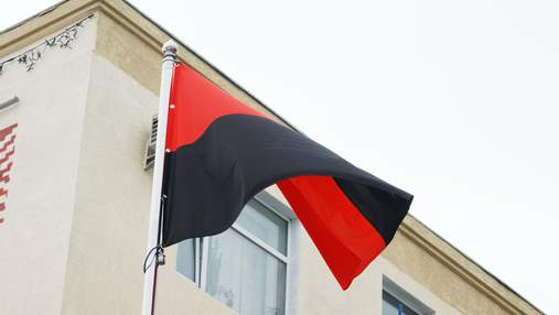 Школам Черновцов рекомендуют вывешивать красно-черный флаг на фасадах