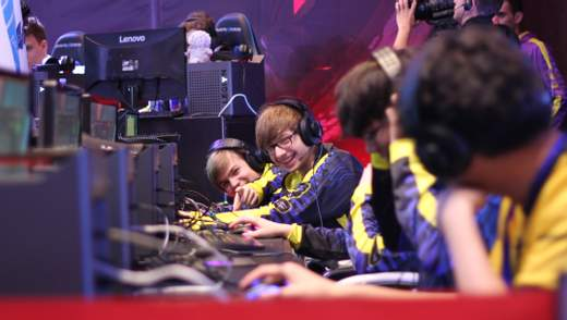 Украинские школьники завоевали медали на международных соревнованиях по компьютерным играм: фото